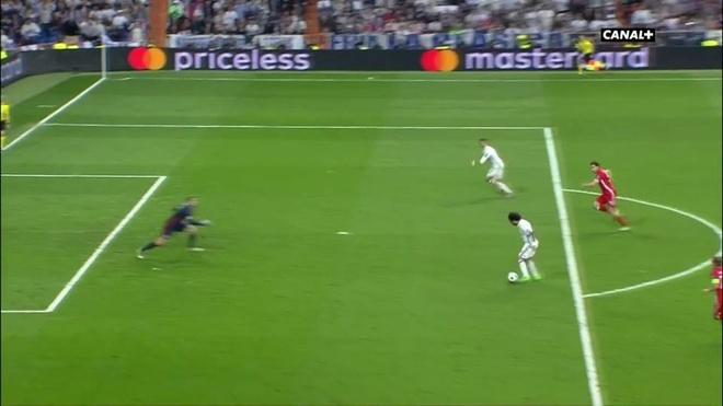 Trong tai giup Ronaldo ghi 2 ban viet vi va Casemiro thoat the do hinh anh 2