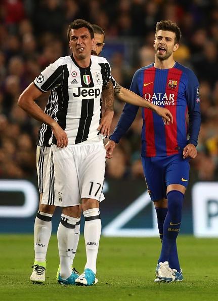 Messi nga lon co, dap mat xuong san va chay mau hinh anh 6