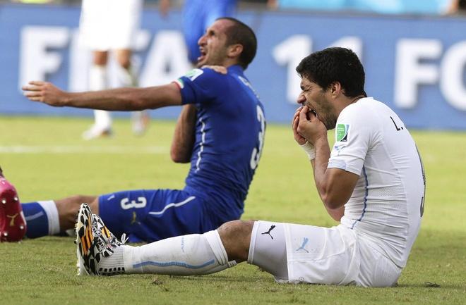 Gat het an oan, Suarez doi ao voi thac si Chiellini hinh anh 5