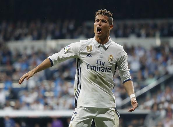 Ronaldo khong hai long khi Zidane khen Messi hinh anh