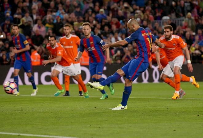 Mascherano ghi ban dau tien cho Barcelona anh 2