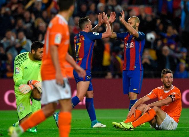 Mascherano ghi ban dau tien cho Barcelona anh 13