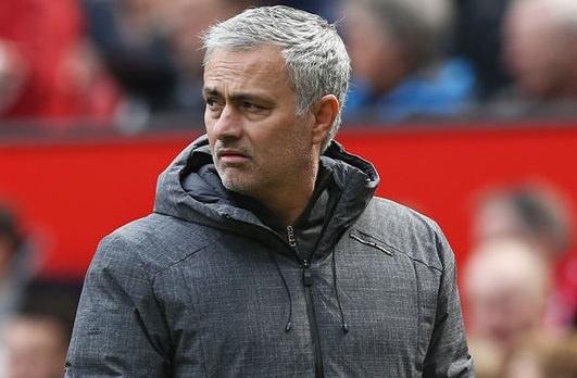 Mourinho dua ra phuong an lieu linh trong con be tac hinh anh
