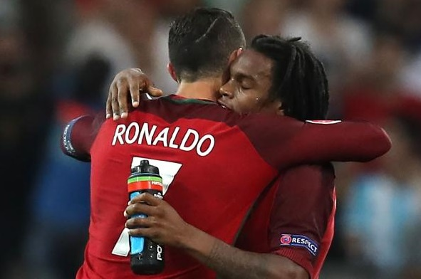 Da them mot tran, dan em Ronaldo dat gia nhat lich su Bayern hinh anh 2