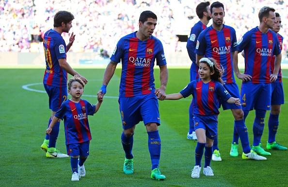 Dan tre nha Messi, Suarez thu hut moi anh mat o Nou Camp hinh anh 4