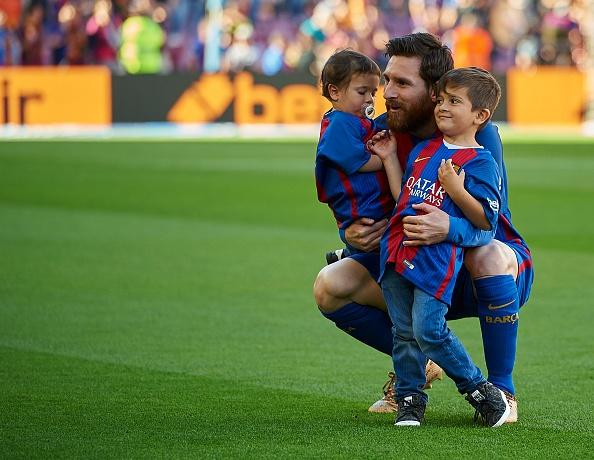 Dan tre nha Messi, Suarez thu hut moi anh mat o Nou Camp hinh anh 2