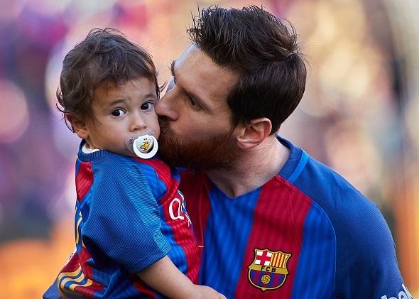 Dan tre nha Messi, Suarez thu hut moi anh mat o Nou Camp hinh anh 3