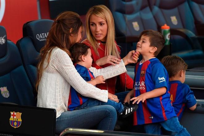 Dan tre nha Messi, Suarez thu hut moi anh mat o Nou Camp hinh anh 8
