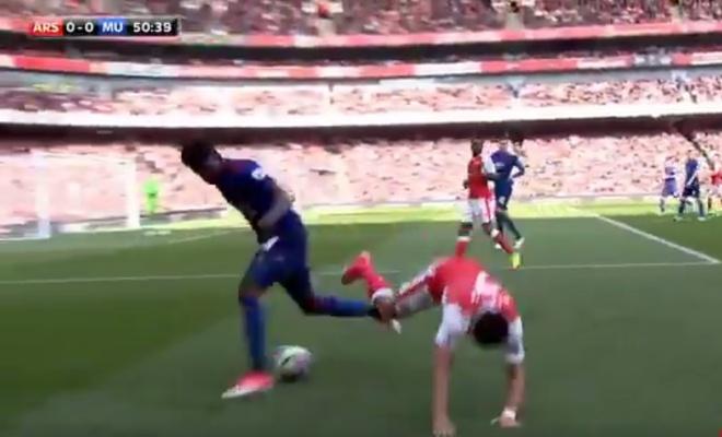 Tuanzebe - 'Ferdinand moi' bat chet dan anh Sanchez hinh anh 2