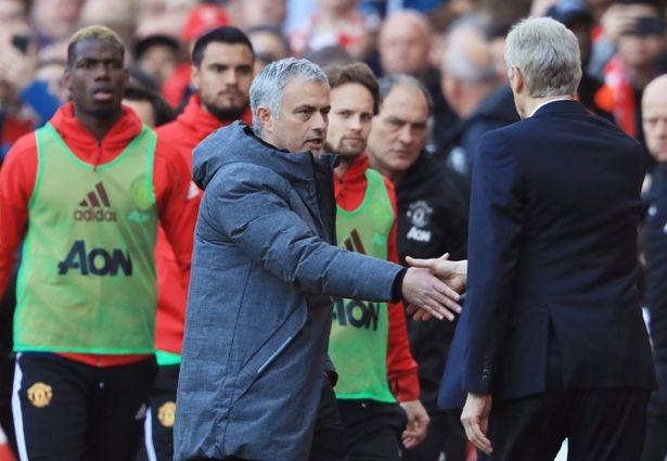 man bat tay cua Mourinho va Wenger anh 3