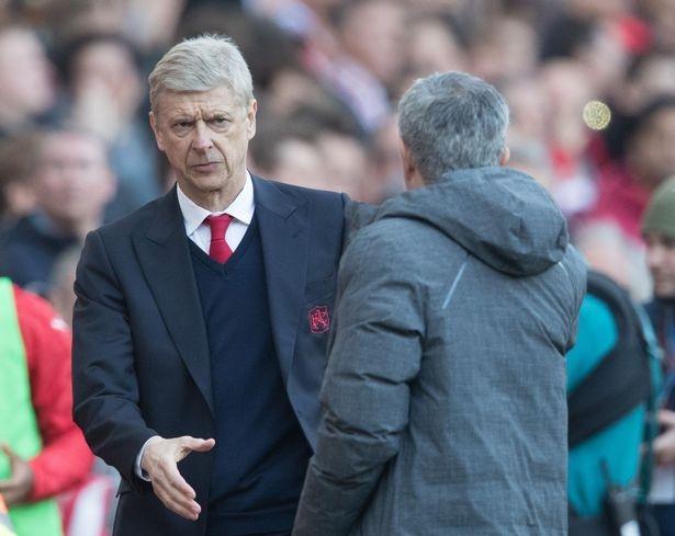 man bat tay cua Mourinho va Wenger anh 2