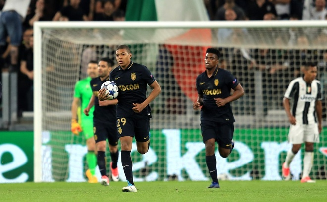 Monaco bi loai, Mbappe van pha not ky luc Champions League hinh anh 9