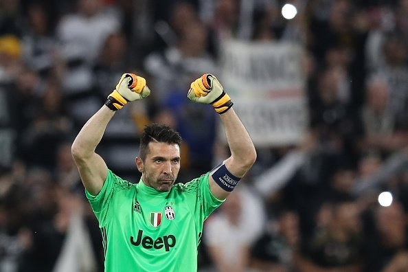 Monaco bi loai, Mbappe van pha not ky luc Champions League hinh anh 5