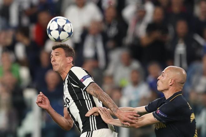 Monaco bi loai, Mbappe van pha not ky luc Champions League hinh anh 14