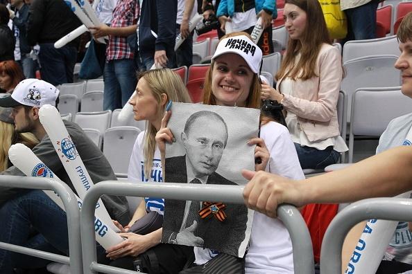 Tong thong Putin lan xa tren san khuc con cau hinh anh 12