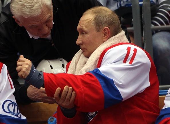 Tong thong Putin lan xa tren san khuc con cau hinh anh 10