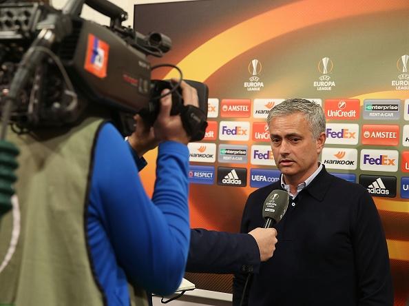 Mourinho cam on trong tai anh 1