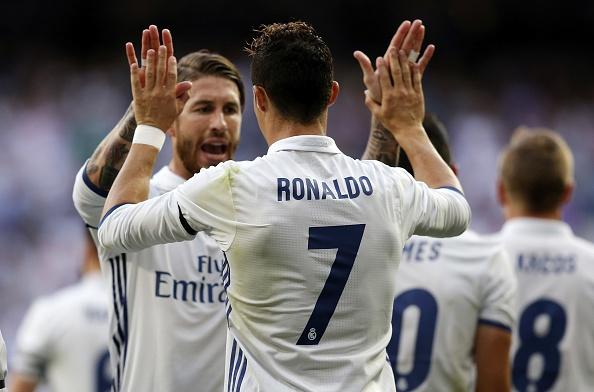 Ronaldo san phang ky luc 50 nam cua huyen thoai nguoi Anh hinh anh