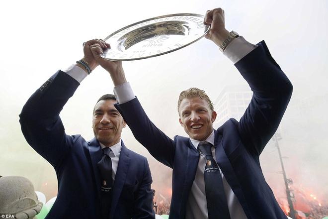 130.000 CDV Feyenoord an mung vo dich Ha Lan voi Dirk Kuyt hinh anh 7