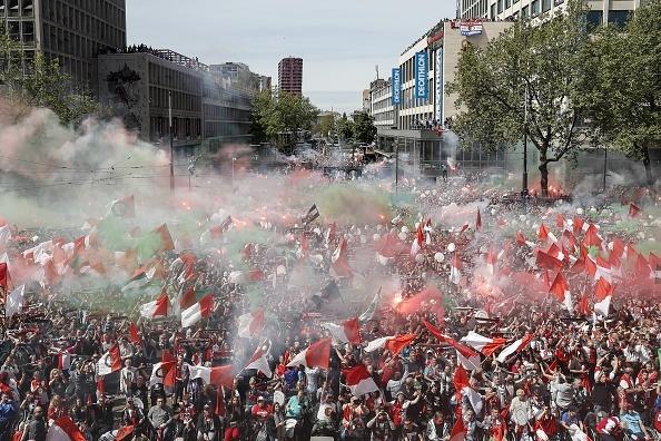 130.000 CDV Feyenoord an mung vo dich Ha Lan voi Dirk Kuyt hinh anh 8