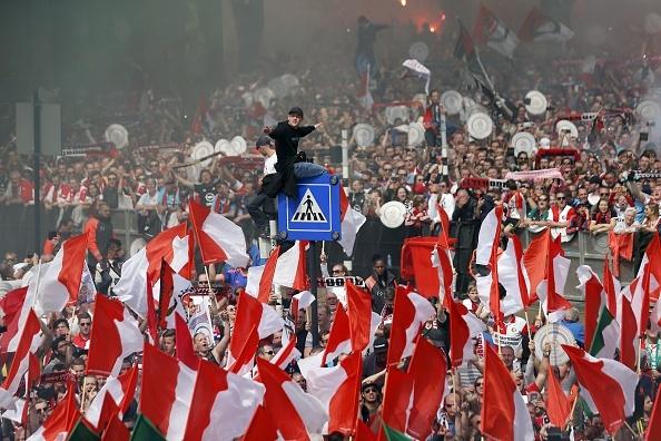 130.000 CDV Feyenoord an mung vo dich Ha Lan voi Dirk Kuyt hinh anh 13