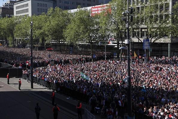 130.000 CDV Feyenoord an mung vo dich Ha Lan voi Dirk Kuyt hinh anh 9