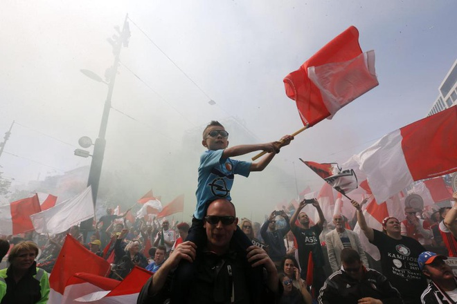 130.000 CDV Feyenoord an mung vo dich Ha Lan voi Dirk Kuyt hinh anh 12