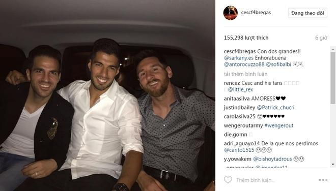 Messi va Suarez mung khai truong shop giay cua hai co vo hinh anh 3