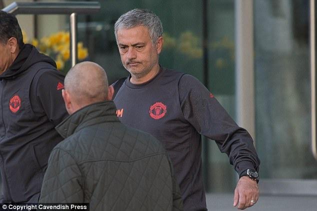 MU ton nhieu tien thue to am dang cap 5 sao cho Mourinho hinh anh 1