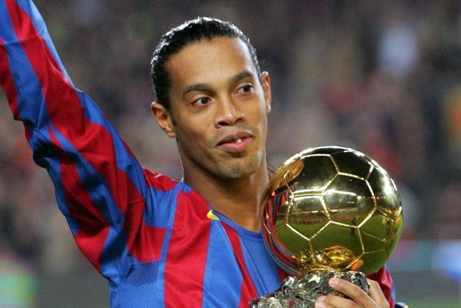 Ronaldinho tro lai thi dau cho Barcelona hinh anh