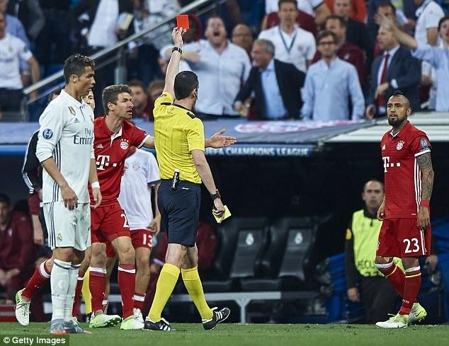 Vidal khinh thuong Ronaldo truoc dai chien Chile - Bo Dao Nha hinh anh 1