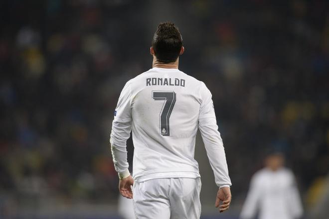 Ronaldo muon co so con dung bang so ao cua minh hinh anh