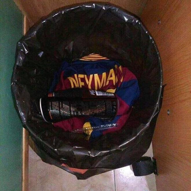 CDV Barca phan no dot ao 'ke phan boi' Neymar hinh anh 3