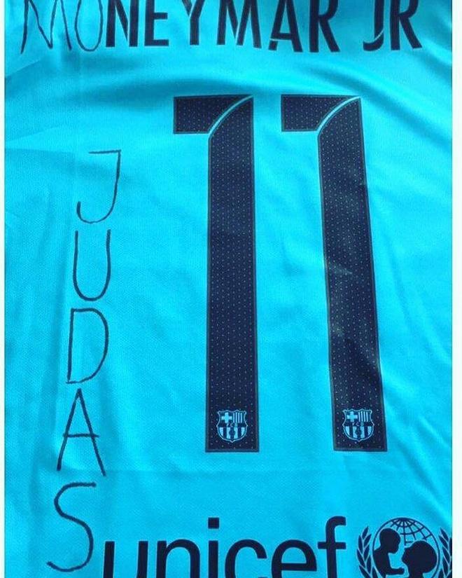 CDV Barca phan no dot ao 'ke phan boi' Neymar hinh anh 2