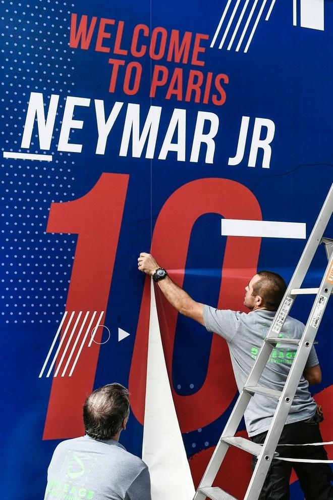 Neymar da toi Paris, chuan bi cho le ra mat lon nhat lich su PSG hinh anh 4