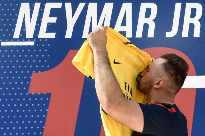 Neymar da toi Paris, chuan bi cho le ra mat lon nhat lich su PSG hinh anh 7