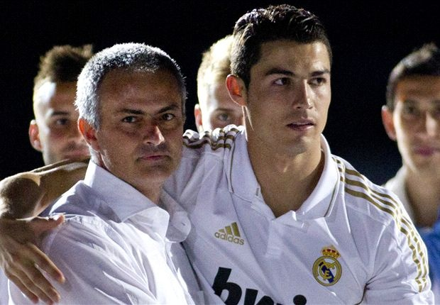 Ronaldo khoac vai Mourinho, an mung phan khich sau chuc vo dich hinh anh