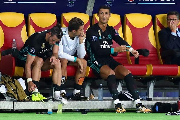 Ronaldo khoac vai Mourinho, an mung phan khich sau chuc vo dich hinh anh 6