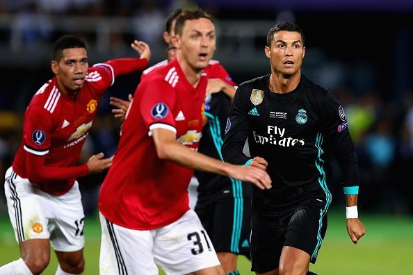 Ronaldo khoac vai Mourinho, an mung phan khich sau chuc vo dich hinh anh 7