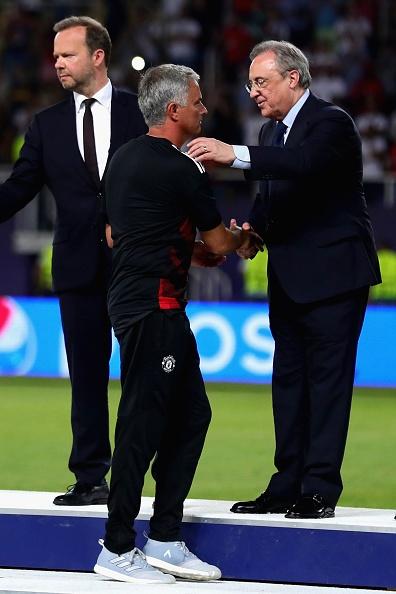 Ronaldo khoac vai Mourinho, an mung phan khich sau chuc vo dich hinh anh 5