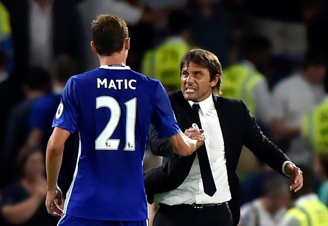 Conte cong khai su bat man voi lanh dao Chelsea hinh anh