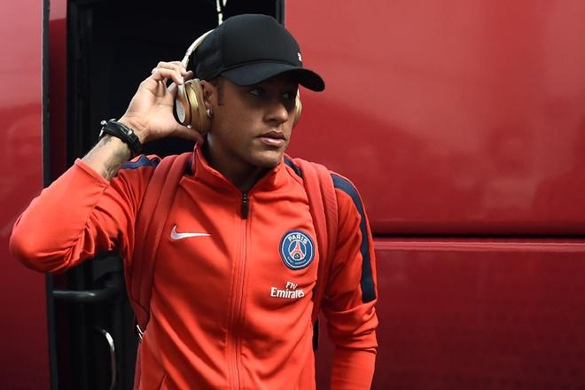 Neymar dat toi 4 cai nhat khi duoc da nhu Messi hinh anh