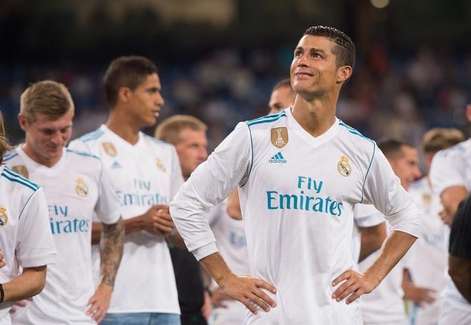 Ronaldo kien tao va ghi ban, Real thang nguoc Fiorentina hinh anh