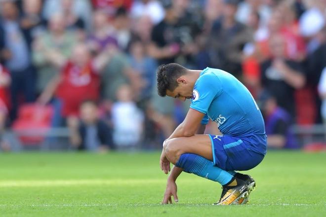 Alexis Sanchez suy sup trong tham bai 0-4 cua Arsenal hinh anh