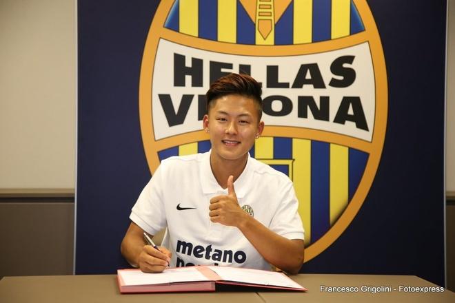 'Messi Han Quoc' dut ao Barca, toi doi bong nho voi gia re hinh anh