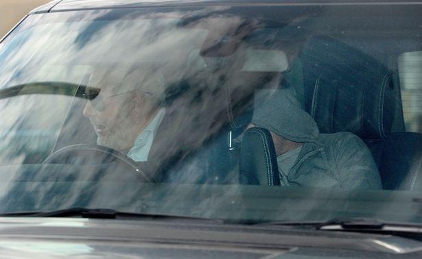 Rooney nap sau ghe xe hoi khi roi don canh sat hinh anh 1