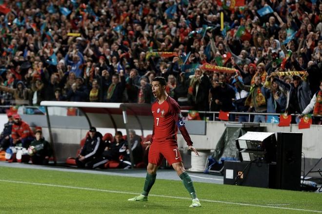 Ronaldo lap chien cong vuot mat huyen thoai Pele hinh anh 5