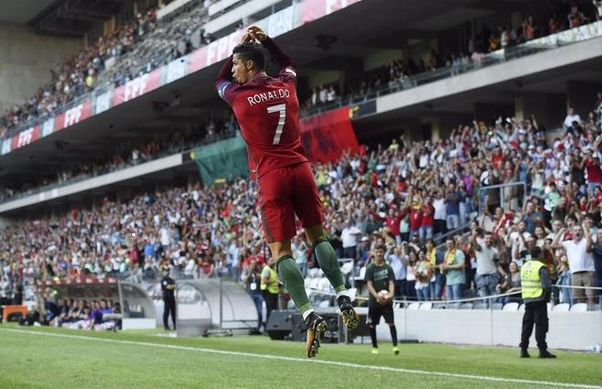 Ronaldo lap chien cong vuot mat huyen thoai Pele hinh anh 6