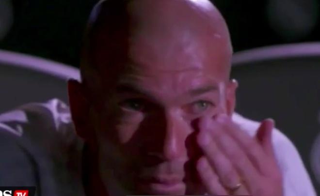 Huyen thoai Zidane roi nuoc mat khi xem video cua nguoi cha hinh anh