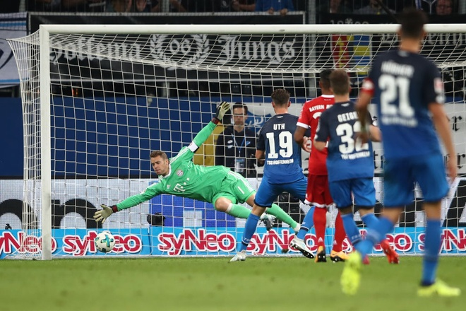 tran Hoffeinhem vs Bayern anh 2